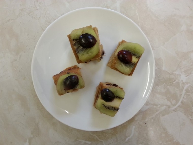 my-first-cake_genoise-kiwi-raisin_wp