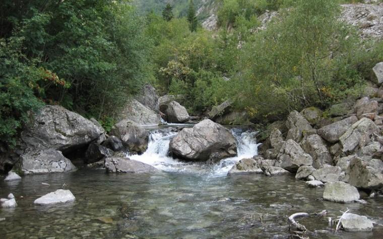 Cascades et torrents_torrent-rivière_wp