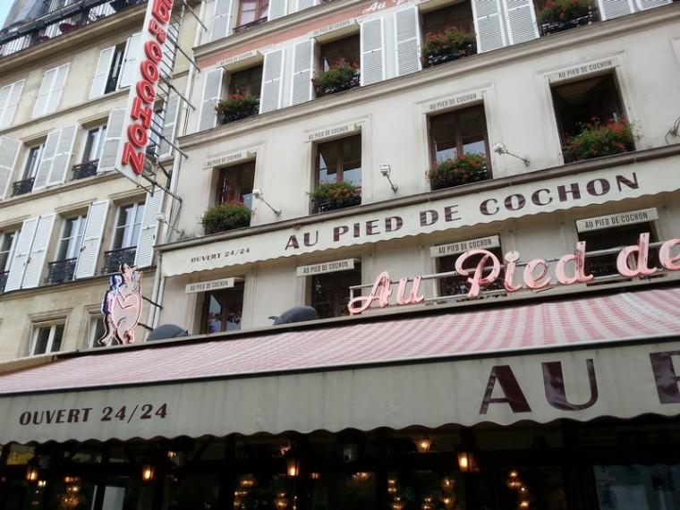 _Au Pied de Cochon_façade-cochons_wp