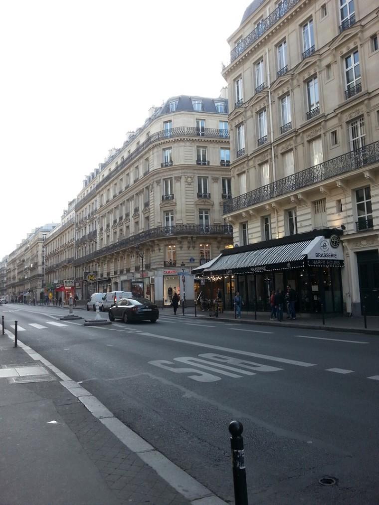 L'incivilité parisienne_rue-8e-arrondissement-paris_wp