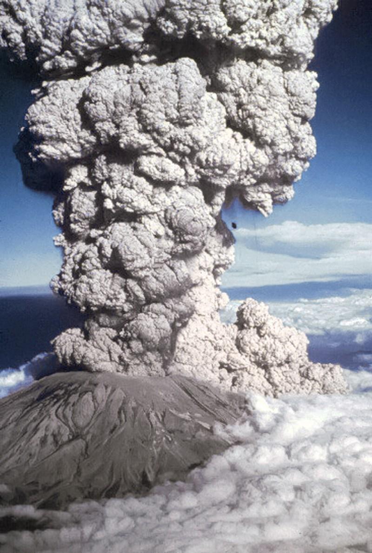 18 mai 1980_éruption-mont-saint-helens-usa_wp